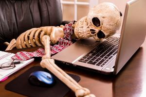 skeleton at desk300