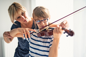 playing violin300